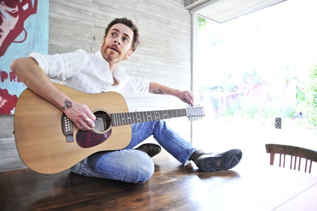 Em casa: conheça a morada eclética do cantor Nando Reis