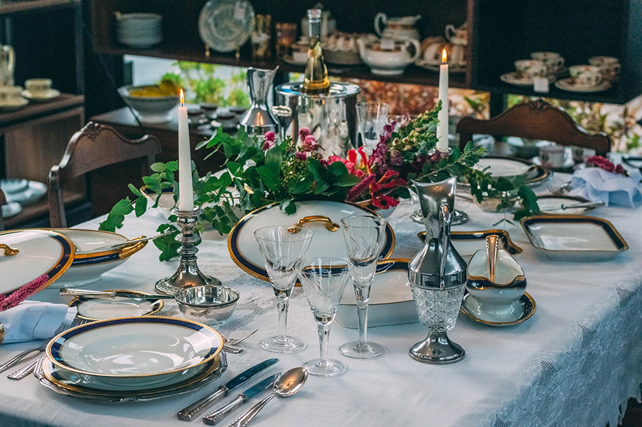 Jantares românticos e camas aconchegantes: como trazer as melhores experiências para dentro de casa