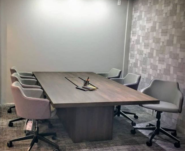Studio Office oferece coworking gratuito, estiloso e ergonômico para profissionais de arquitetura e interiores